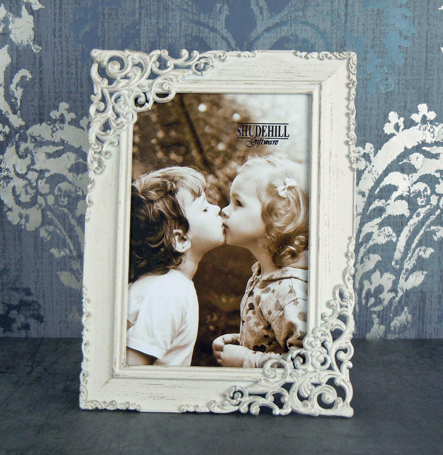 Cream lace metal photo frame small