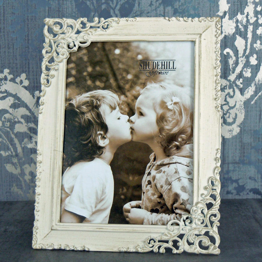 Cream lace metal photo frame medium