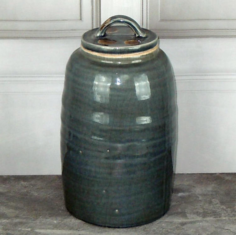Dark grey crackle glazed pot