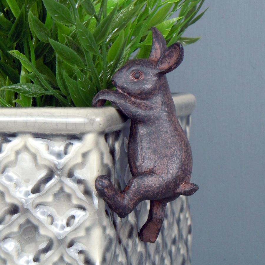 Hare pot hanger