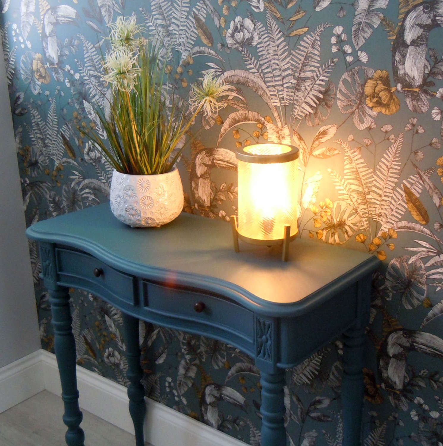 Tjibe glass gold lustre & antique bronze table lamp