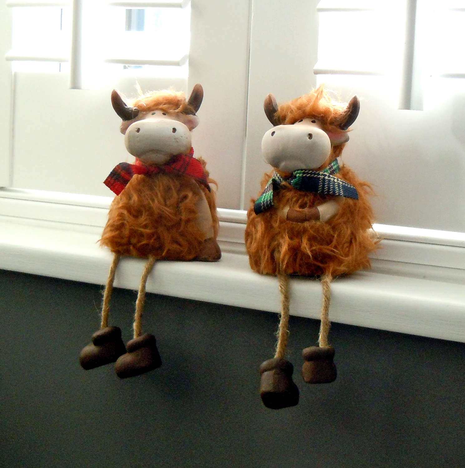 Highland Cow shelf hangers with dangly legs large
