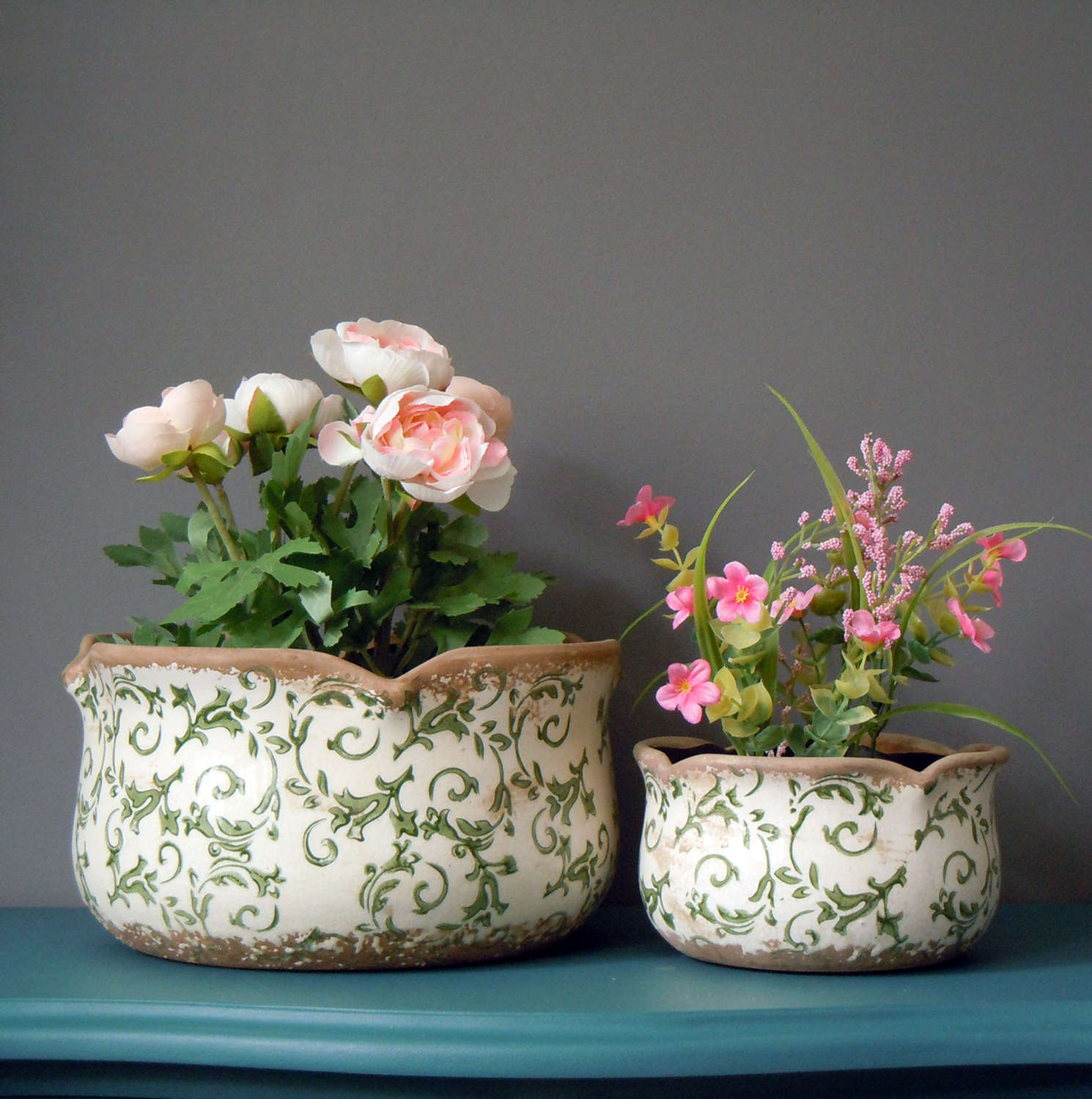 Round floral green scallop crackle glazed ceramic planters
