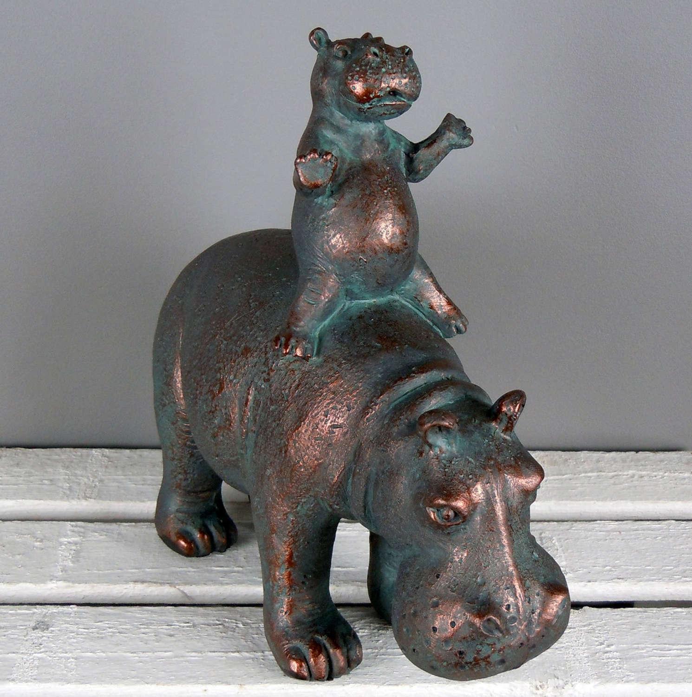 Mum and baby Hippo