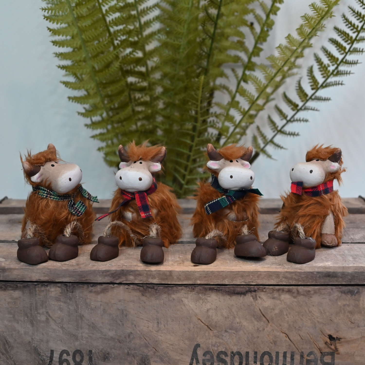 Highland Cow shelf hangers with dangly legs small