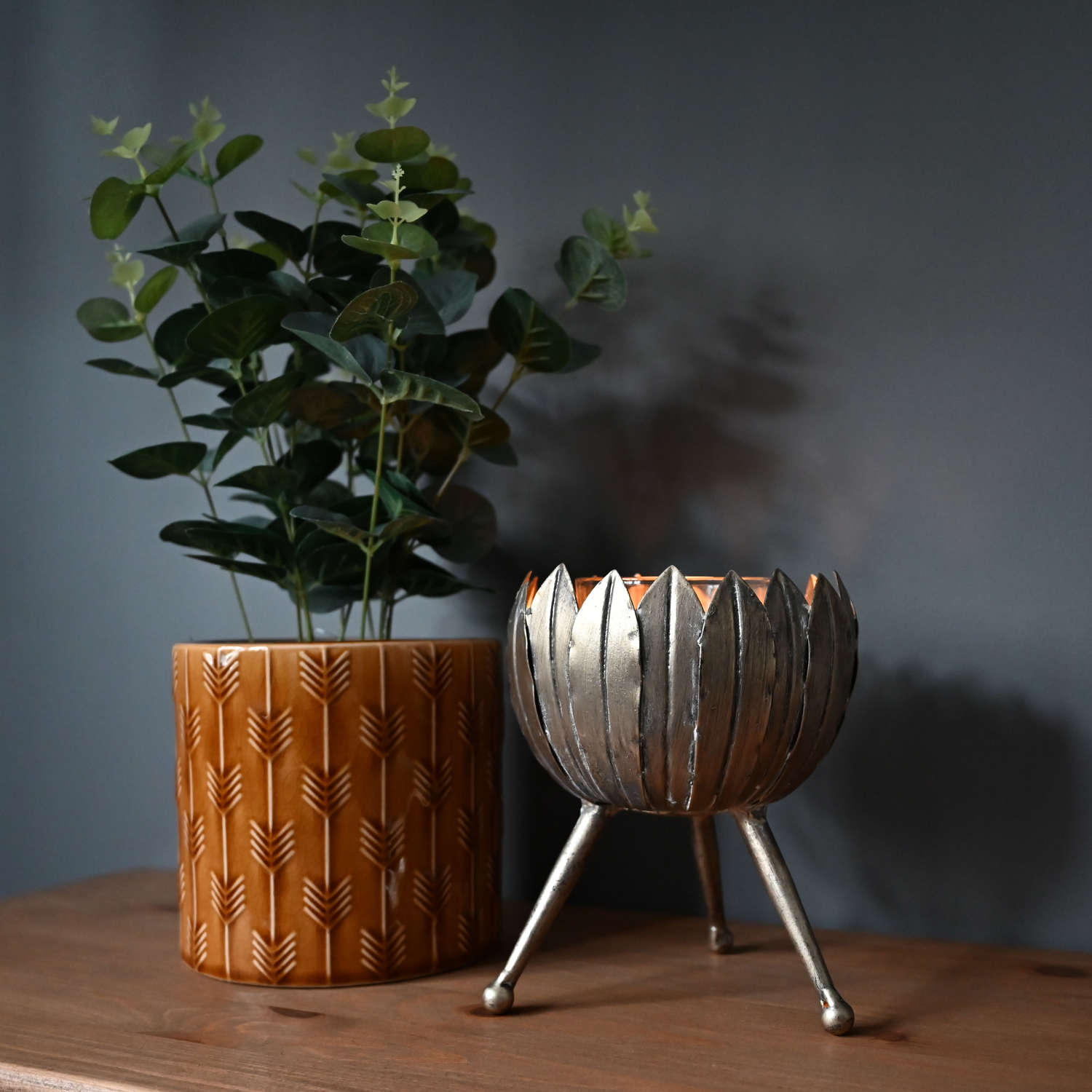 Leaf tealight candle holder made from iron