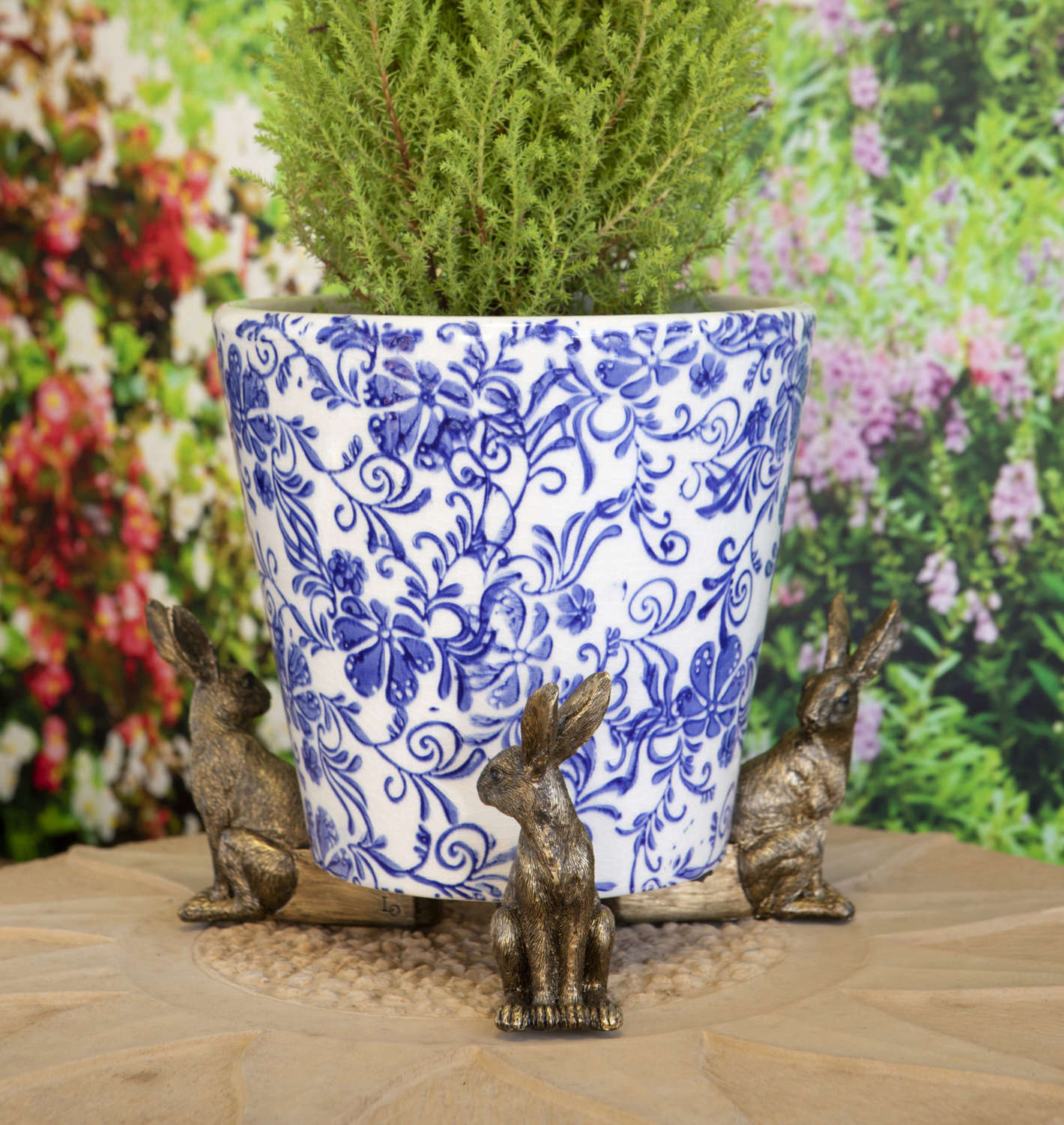 Bronzed Hares pot stand